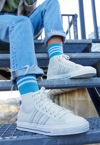 adidas Originals - NIZZA  - Korkeavartiset tennarit - offwhite/chalk solid grey - 2