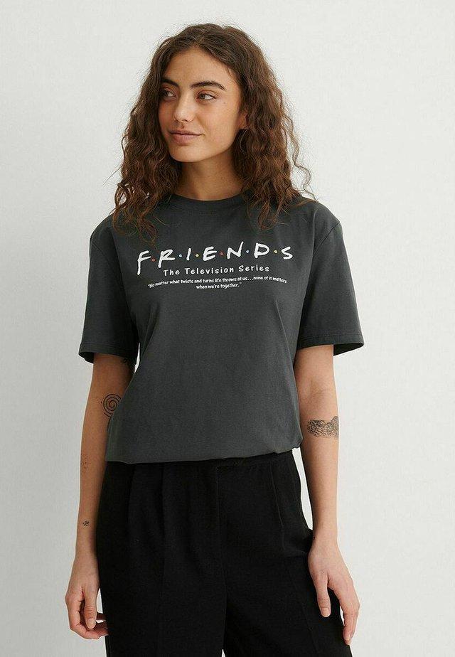 T-shirt print - grey friends definition