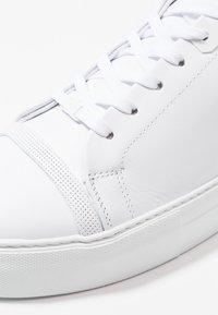 Nubikk - JAGGER ASPEN - Sneakers basse - white - 5