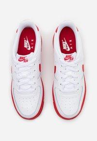 Nike Sportswear - AIR FORCE 1 BRICK - Trainers - white/university red/white - 3