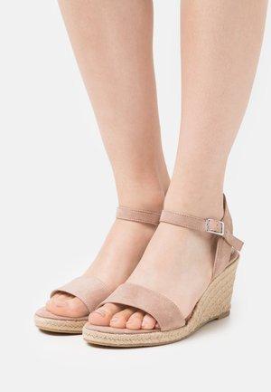 Sandalen met sleehak - old rose