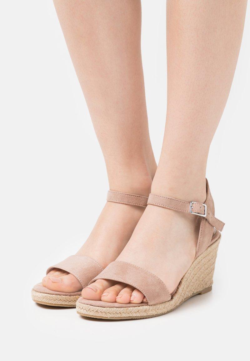 Tamaris - Wedge sandals - old rose