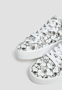 PULL&BEAR - SNOOPY - Trainers - white - 4