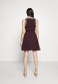 Lace & Beads Petite - DUNYA SKATER PETITE - Cocktail dress / Party dress - burgundy - 3