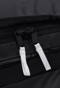 The North Face - BASE CAMP VOYAGER DUFFEL UNISEX - Rugzak - black/white - 7