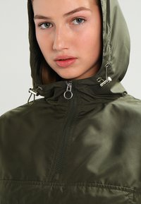 Urban Classics - Windbreaker - dark olive - 3