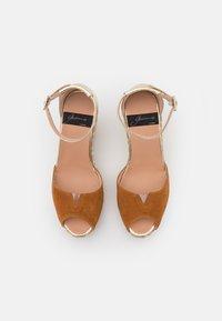 Gaimo - SIRA - Platform sandals - whisky/platino - 5