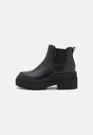 PURPLE BOOTIE - Korte laarzen - black