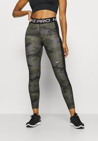 Nike Performance - TIGHT 7/8 CAMO - Legginsy - thunder grey/black/white - 0
