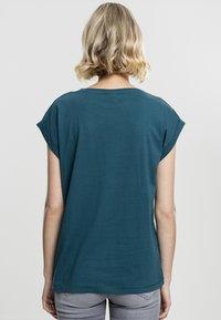 Urban Classics - Basic T-shirt - teal - 1