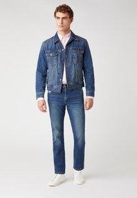 Wrangler - GREENSBORO - Straight leg jeans - dirty green - 1