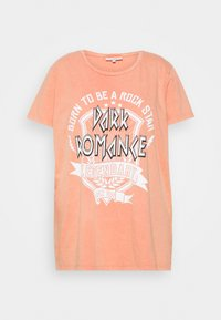 ONLY Carmakoma - CARMINE BOXY TEE - Print T-shirt - hot sauce - 3