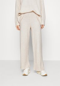 JUST FEMALE - UNITE TROUSERS - Tygbyxor - off white - 0