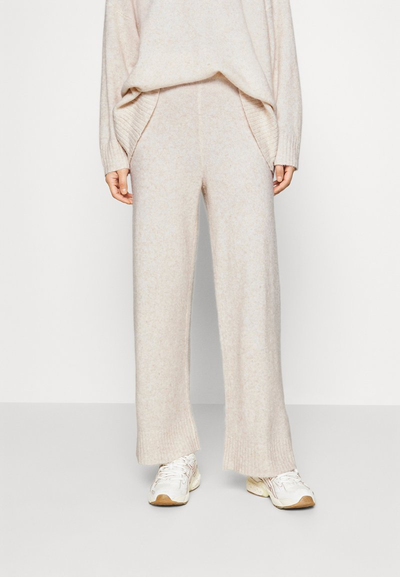 JUST FEMALE - UNITE TROUSERS - Tygbyxor - off white