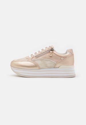 MARGO - Sneakersy niskie - gold