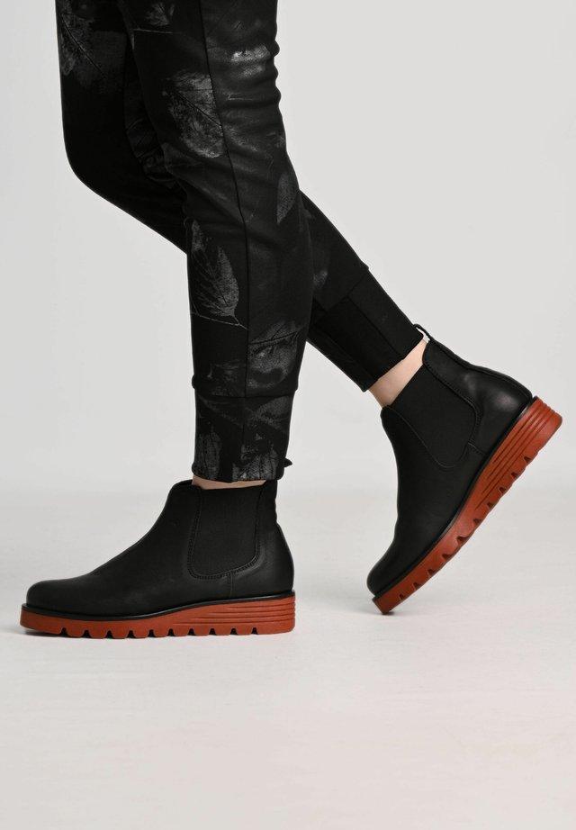 Winter boots - black