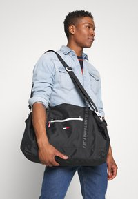 Tommy Jeans - COOL CITY DUFFLE - Weekend bag - black - 1