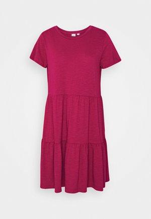 TIERD - Vestito di maglina - ruby pink