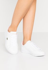 Lacoste - CARNABY EVO  - Trainers - white/light pink - 0