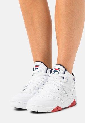 SQUAD  - Höga sneakers - white