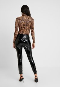 ONLY - ONLBEA GLAZED PANT - Trousers - black - 3
