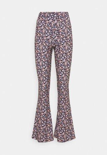 VICOSMO FESTIVAL PANTS - Kalhoty - black/pink/purple