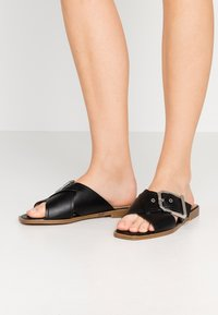 Topshop - PORTO BUCKLE  - Pantofle - black - 0