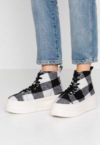 Madden Girl - CHUCKLE - Baskets montantes - black/white - 0