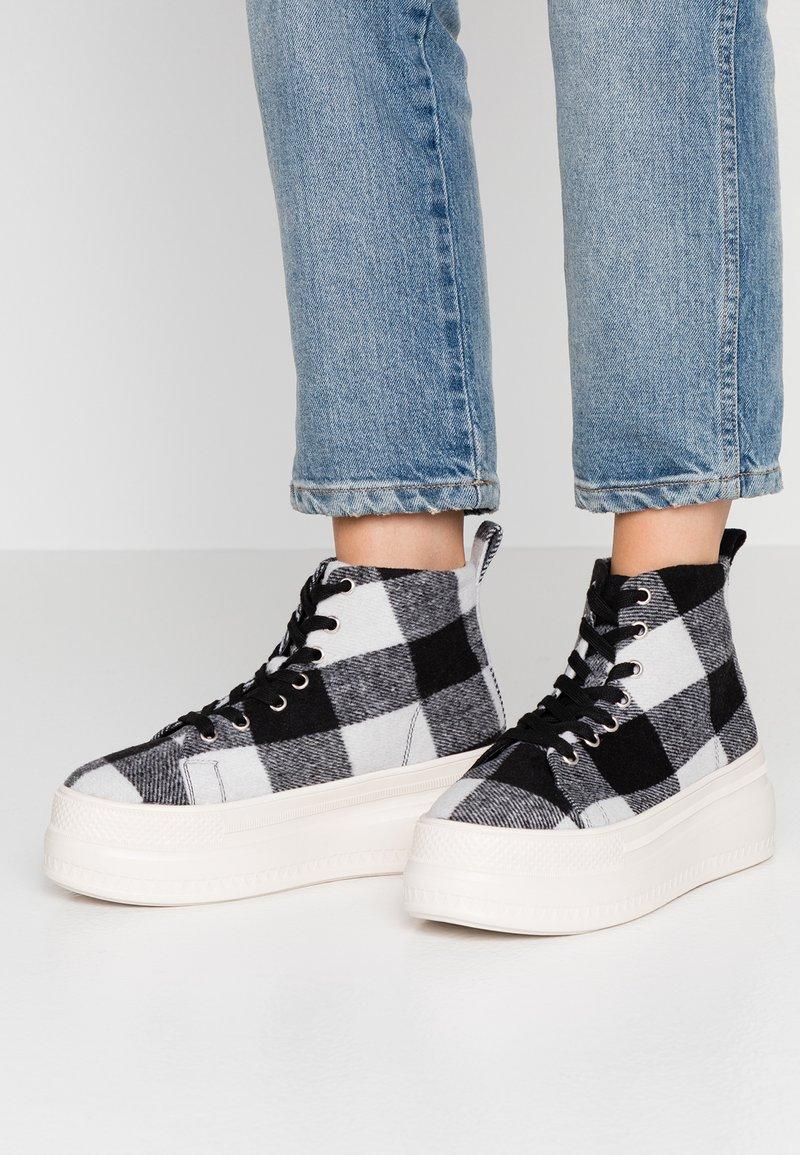 Madden Girl - CHUCKLE - Baskets montantes - black/white