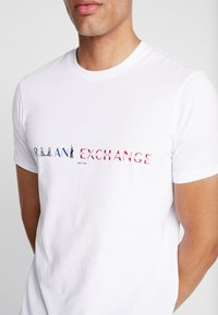 Armani Exchange - T-shirt med print - white - 5