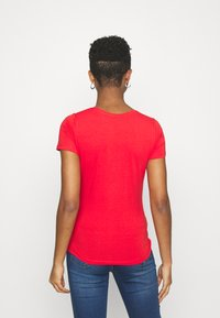 Pepe Jeans - NEW VIRGINIA - Print T-shirt - mars red - 2