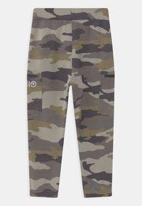 Abercrombie & Fitch - LOGO - Pantalones deportivos - green - 1