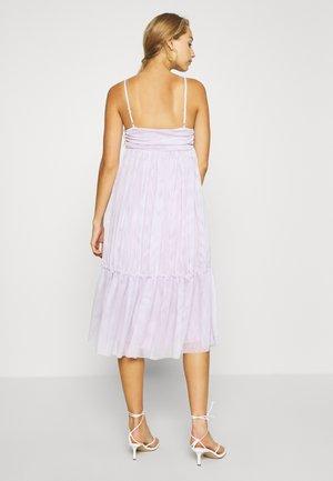 ZALANDO X NA-KD VOLUME DRESS - Cocktail dress / Party dress - dusty lilac
