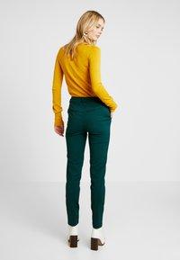 Vero Moda Tall - VMLEAH MR CLASSIC PANT - Trousers - ponderosa pine - 3