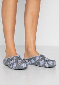 Crocs - FREESAIL - Pantofole - pearl white - 0