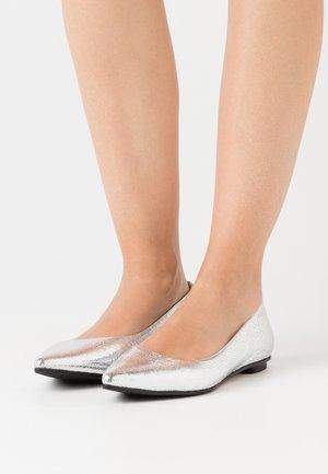 LIA - Ballet pumps - glass silver