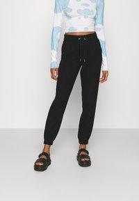 ONLY - ONLKELDA EMERY PULL UP PANTS - Tracksuit bottoms - black - 0