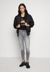 ONLY - ONLBLUSH BUTTON - Jeans Skinny Fit - medium grey denim - 1