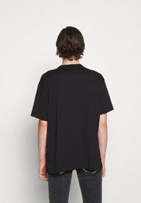 Versace Jeans Couture - T-shirt imprimé - nero - 4