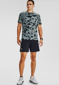 Under Armour - M STREAKER 2.0 INVERSE SS - T-shirt imprimé - lichen blue - 0