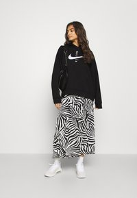Nike Sportswear - HOODIE  - Felpa con cappuccio - black/white - 1