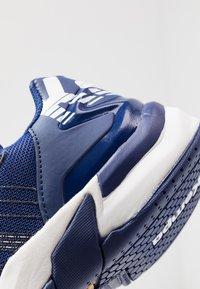 Kempa - ATTACK CONTENDER JUNIOR CAUTION - Handball shoes - midnight blue/white - 2