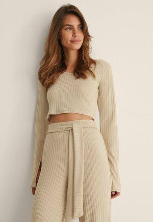 MIT GESCHLITZTEN ÄRMELN - Long sleeved top - beige