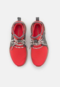 Columbia - SH/FT AURORA PRIME - Trail running shoes - red coral/fawn - 3