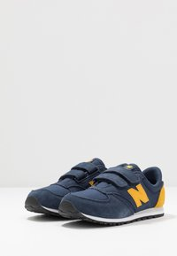 New Balance - YV420YY - Trainers - navy - 3