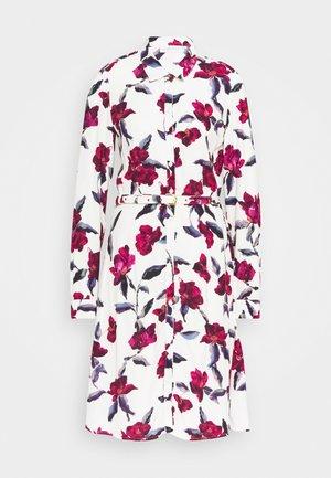 HAYLEY DRESS - Robe chemise - cream white/parrot