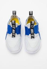Nike Performance - FLEX RUNNER - Neutral running shoes - photon dust/metallic silver/game royal/black - 3