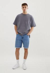 PULL&BEAR - Denim shorts - light blue - 1