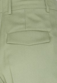 ARKET - Casual Trousers - Shorts - green - 2