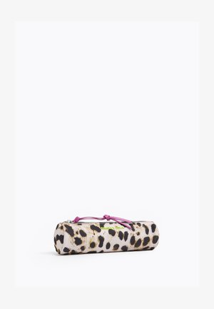 Pencil case - leopard natural